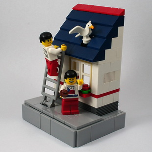 LEGO vignette: A bird in hand is worth two in the bush.